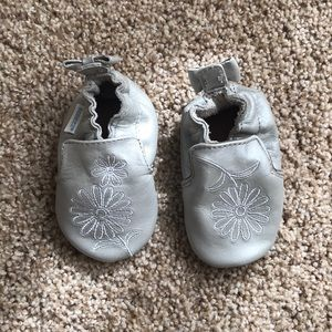 Robeez leather silver booties size 0-6 month